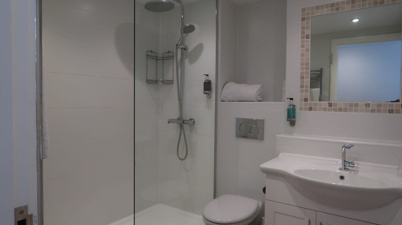 family room bathroom Ommaroo Hotel In Jersey