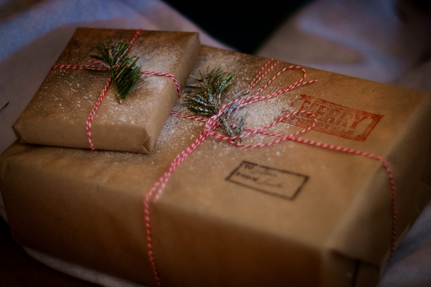 Loved Ones Live Abroad? Top Tips For Posting Presents This Christmas
